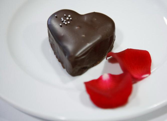 3-unique-easy-valentines-day-dessert-recipes-ganache-cakes