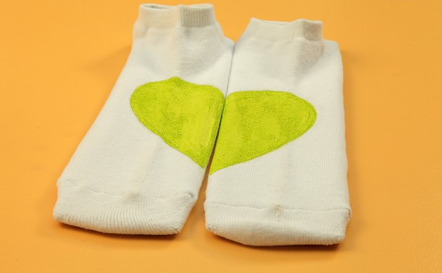 Decorate-his-socks-for-Funny-DIY-Valentine's-Day-green-heart-socks