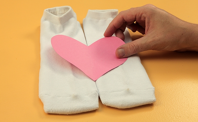 Decorate-his-socks-for-Funny-DIY-Valentine's-Day-heart-pattern