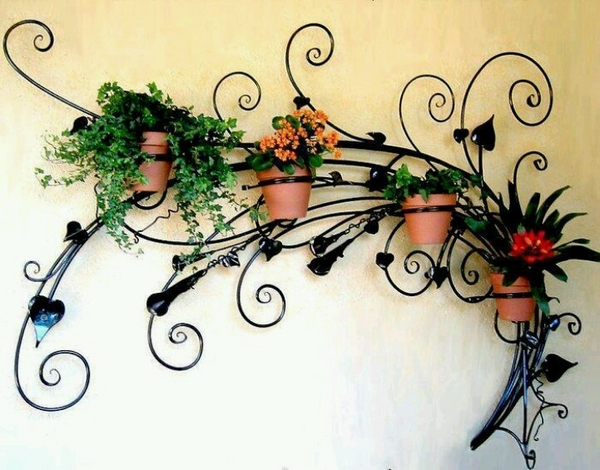 Iron-works-wall-decor-adds-symmetry-to-your-dwelling-16
