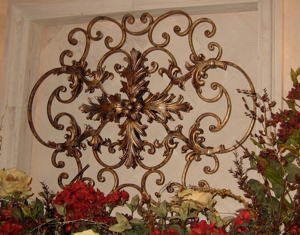 Iron-works-wall-decor-adds-symmetry-to-your-dwelling-20