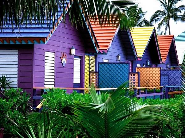 Schemes-trends-tips-and-ideas-for-exterior-color-schemes-colorful-homes-Bahamas