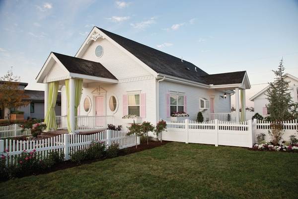 Schemes-trends-tips-and-ideas-for-exterior-color-schemes-traditional-white-accented-by-fresh-pink