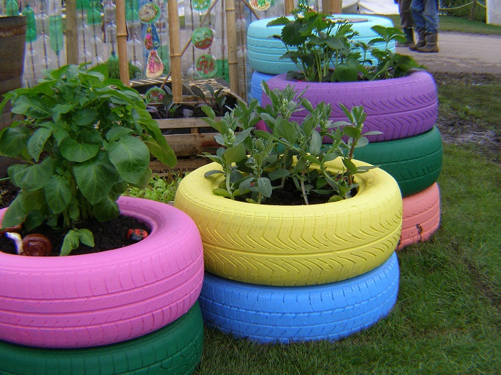 5 unique flower pots made from waste items for Flower pot making with waste material