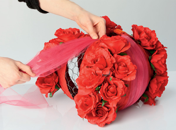 diy-lampshade-project-red-roses-tulle-ribbon
