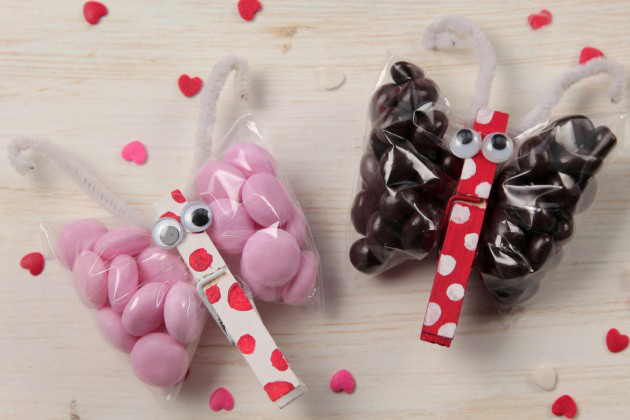 Valentine's Day crafts for kids ideas butterflies candy clothespin