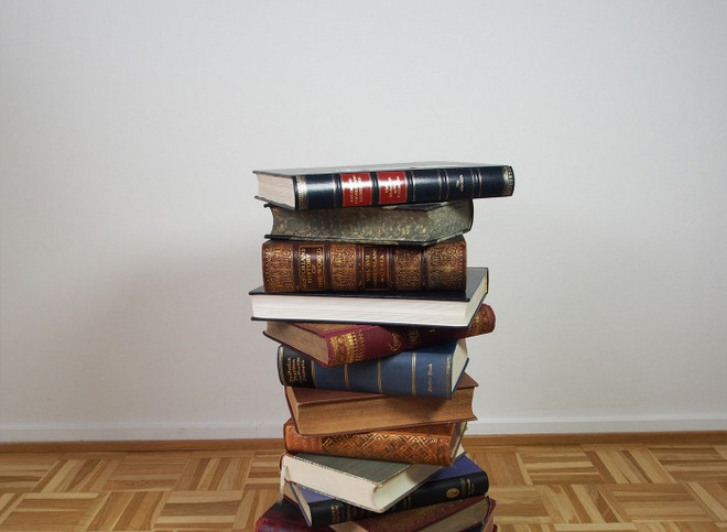diy-side-table-made-from-old-books-tutorial-001