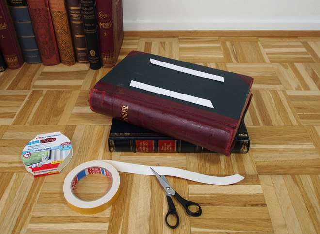 diy-side-table-made-from-old-books-tutorial-005