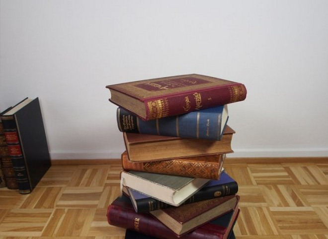 diy-side-table-made-from-old-books-tutorial-007