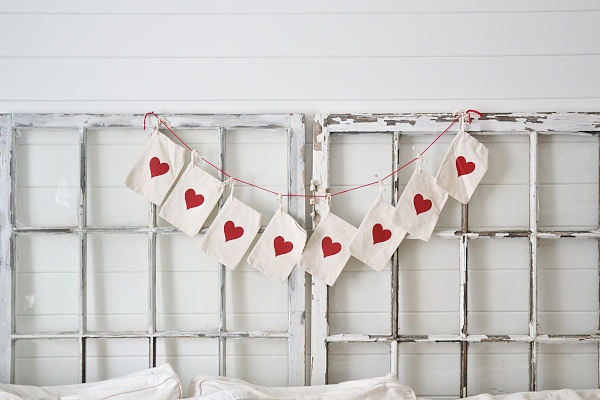 diy-valentines-day-garland-004