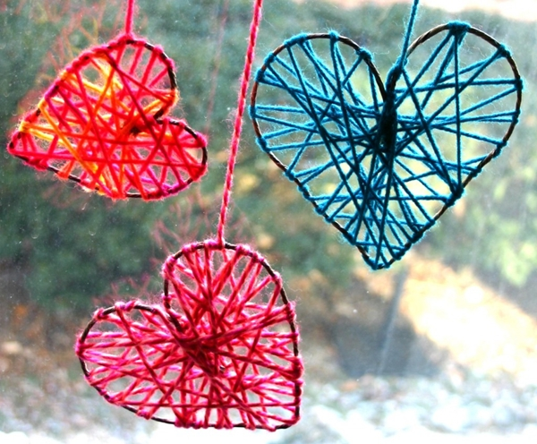 diy-yarn-hearts-to-decorate-windows-on-valentines-day-001
