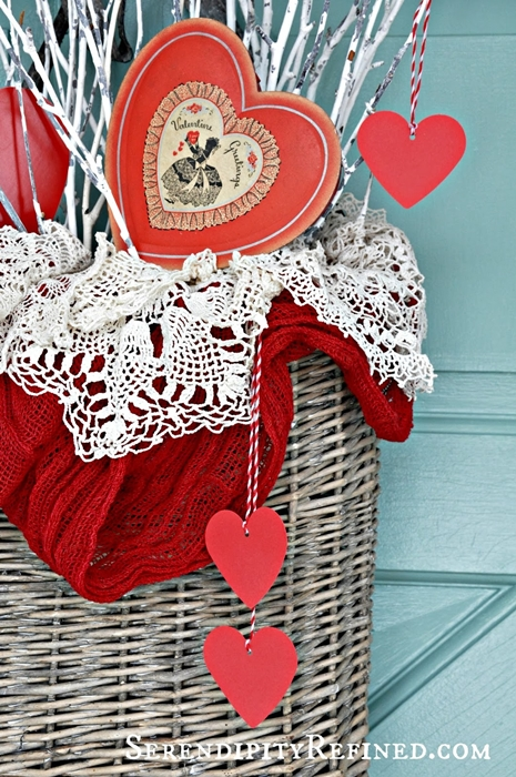 simple-diy-valentines-day-door-decor-02