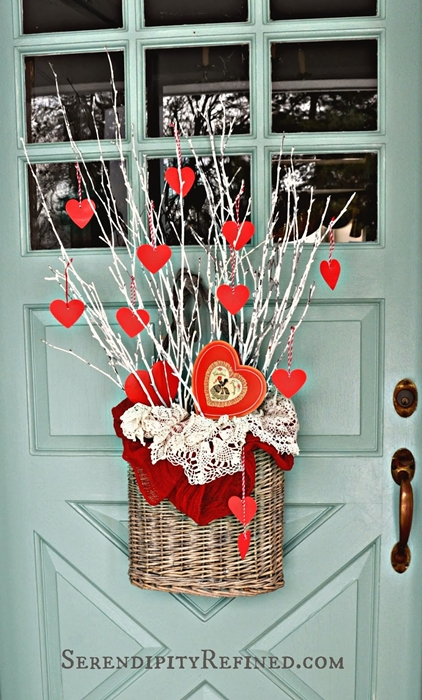 simple-diy-valentines-day-door-decor-07