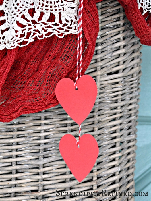 simple-diy-valentines-day-door-decor-08