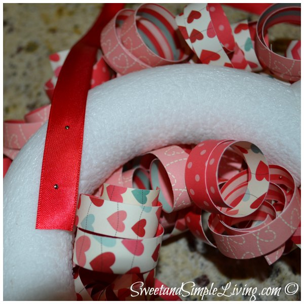 valentines-day-heart-wreath-tutorial-004