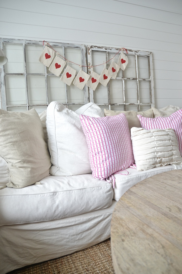valentines-day-living-room-12