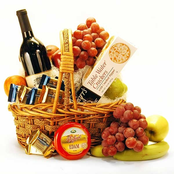 christmas-gift-basket-ideas-a-perfect-gift-for-friends-and-family-img001