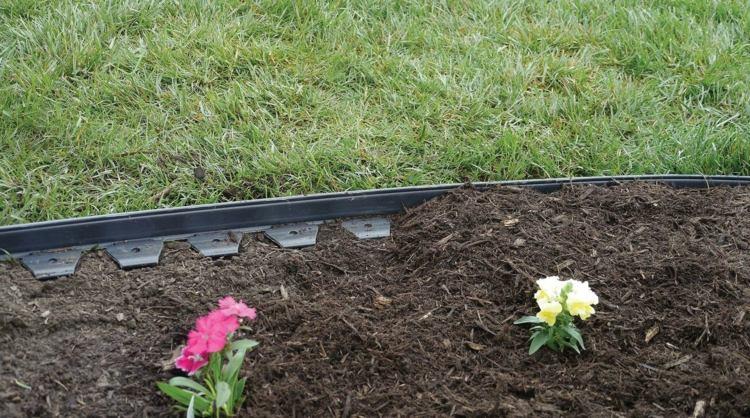 make-rasenkante-in-the-garden-a-selection-of-materials-img012