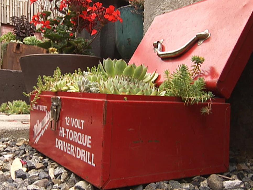 13-unusual-and-upcycled-container-gardens-img012