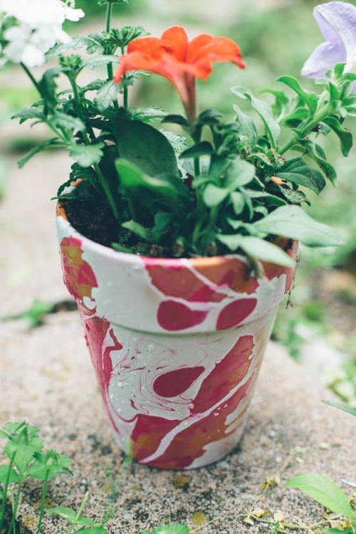DIY-flower-pots-with-nail-polish-img001
