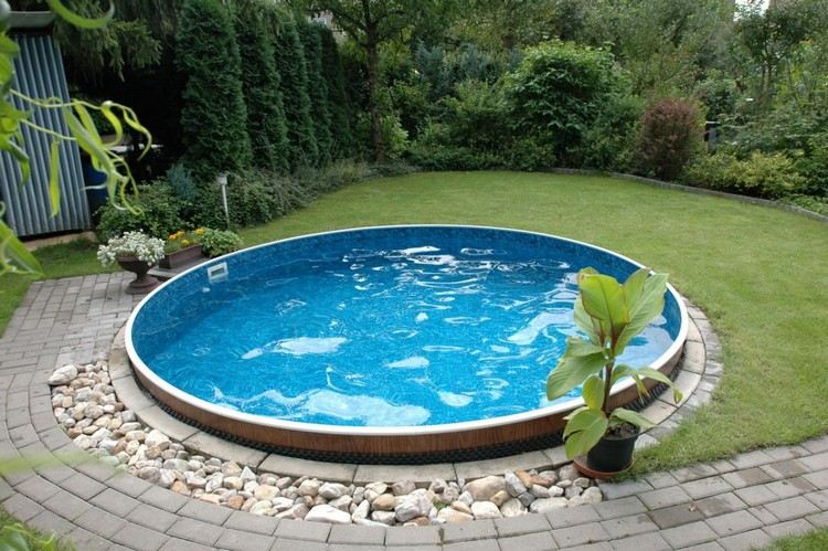 Swimming pool in your own garden so easily achieved the for Swimming pools for your garden