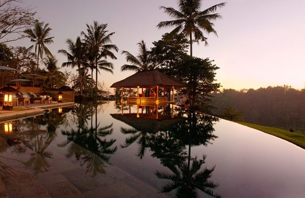 tropical-pools-beautiful-and-exotic-landscape-ideas-img001