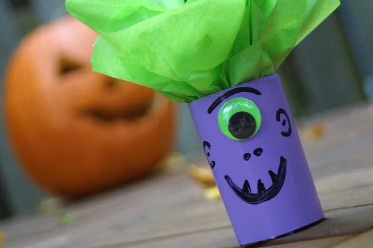 creative-ideas-and-instructions-for-halloween-candy-wrappers-diy-masters-img003