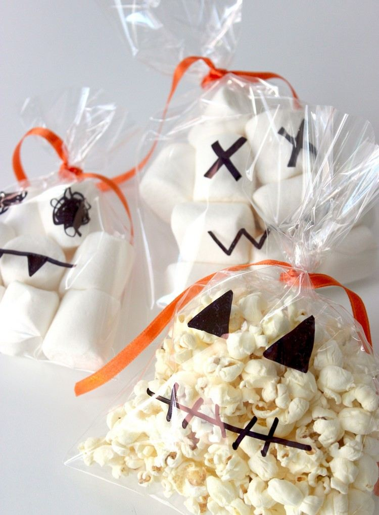 creative-ideas-and-instructions-for-halloween-candy-wrappers-diy-masters-img009