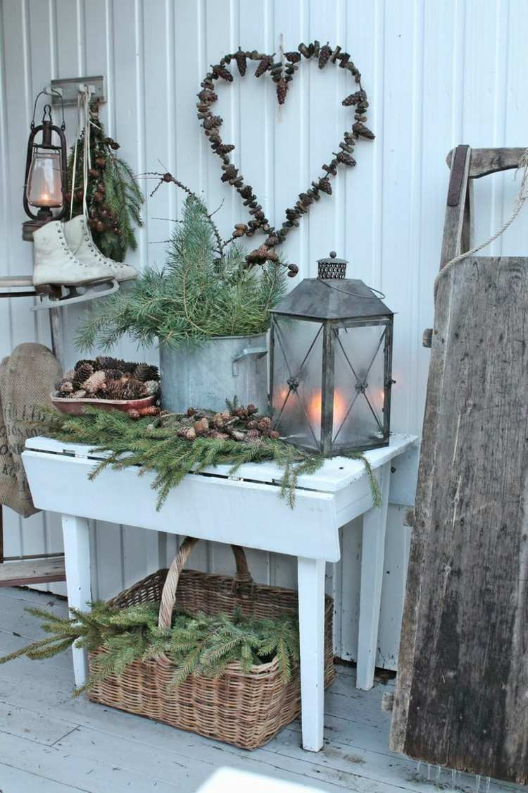 christmas-decoration-on-the-balcony-in-winter-shape-16-beautiful-ideas-001