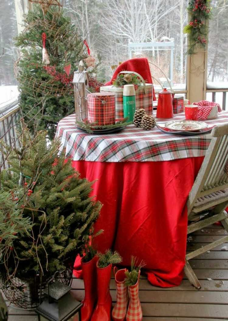 christmas-decoration-on-the-balcony-in-winter-shape-16-beautiful-ideas-002