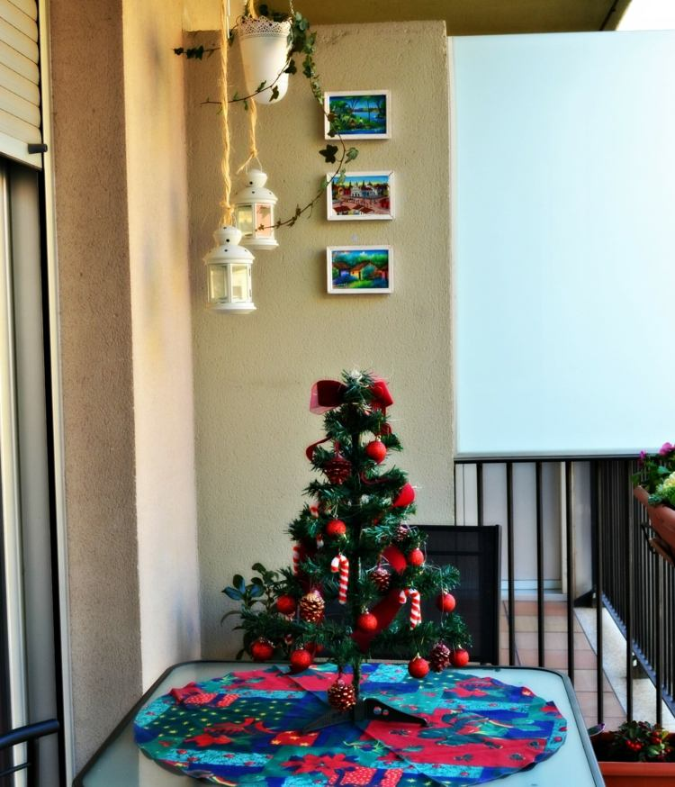 christmas-decoration-on-the-balcony-in-winter-shape-16-beautiful-ideas-003