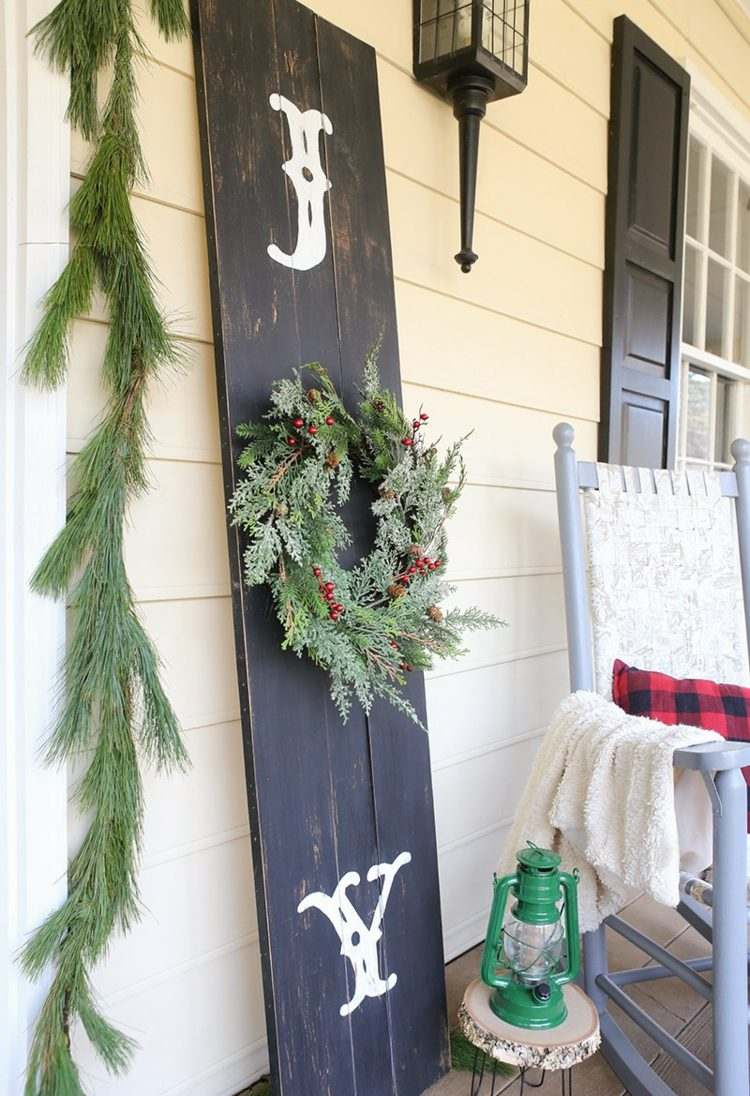 christmas-decoration-on-the-balcony-in-winter-shape-16-beautiful-ideas-005