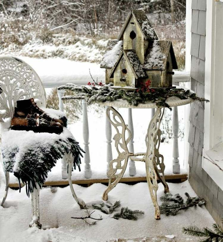 christmas-decoration-on-the-balcony-in-winter-shape-16-beautiful-ideas-013